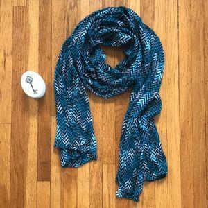 Lightweight chevron scarf